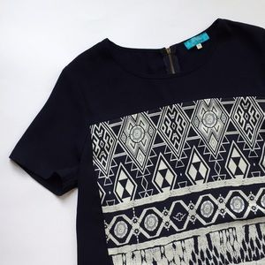 ° Francesca's White and Navy Patterned Top °